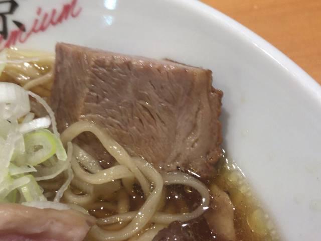 煮込んだ肉2:醤油そば+ネギ増し+メンマ増し|竹末東京プレミアム