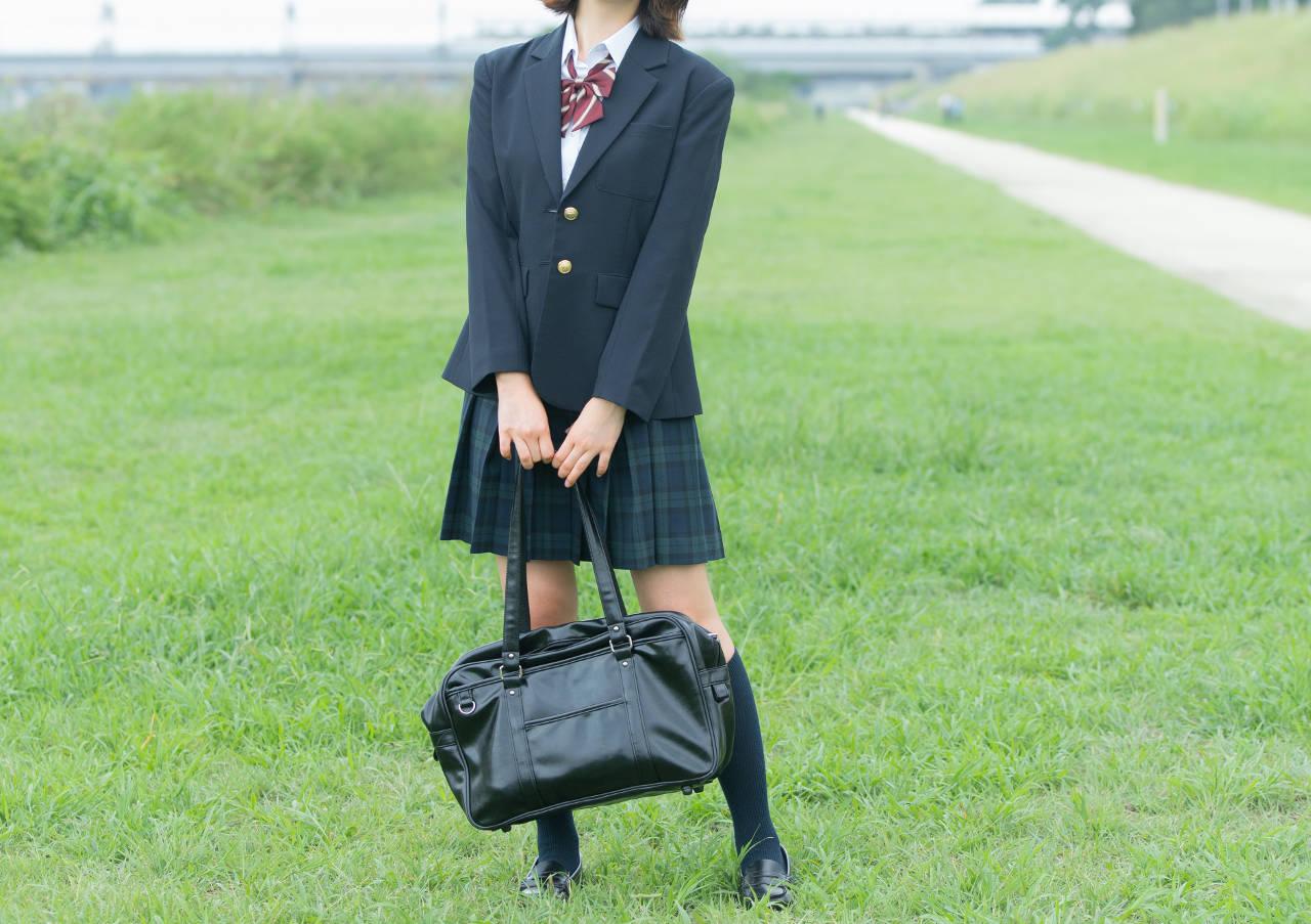女子高生の学生服姿