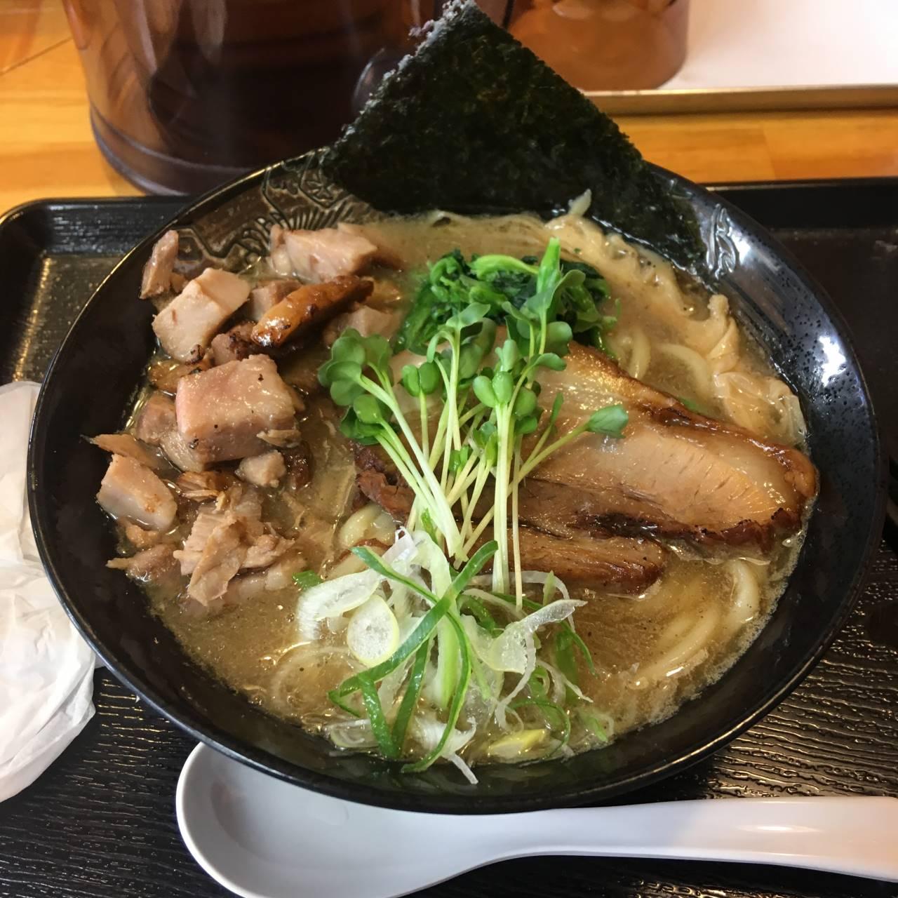 濃厚魚介鶏ラーメンとくずチャーシュー 麺屋頂中川會