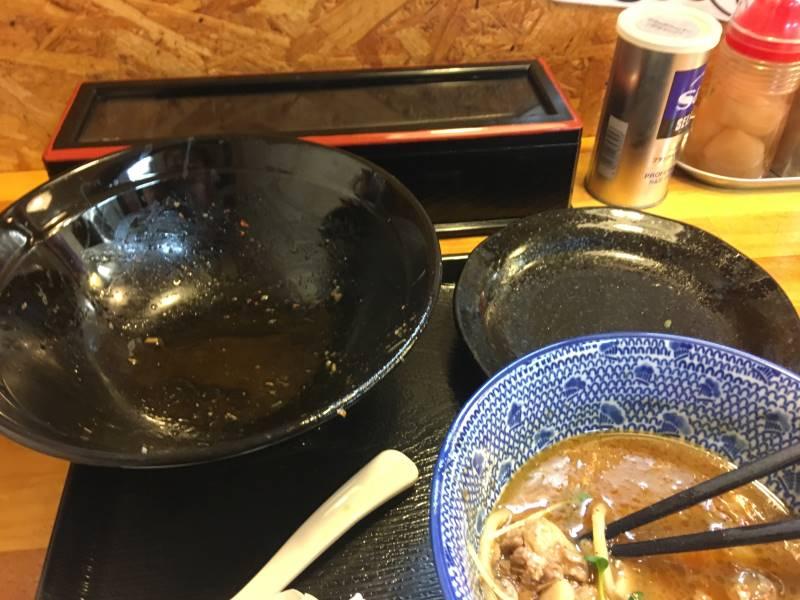 スープの丼に具は投入