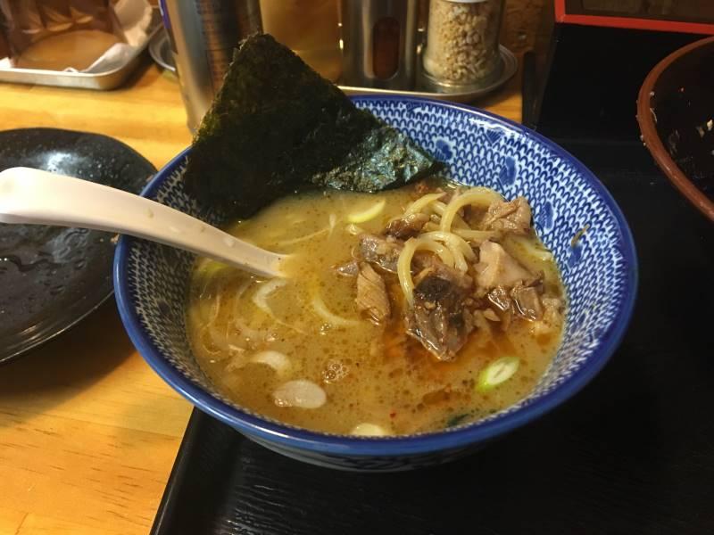 割りスープにのこりの麺と具投入