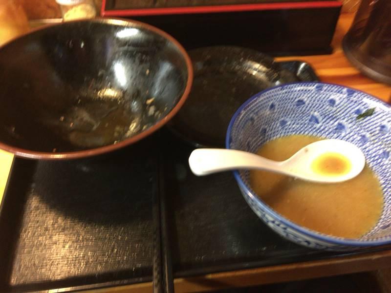 食べ終えた物のスープは満腹で胃に入らなかった