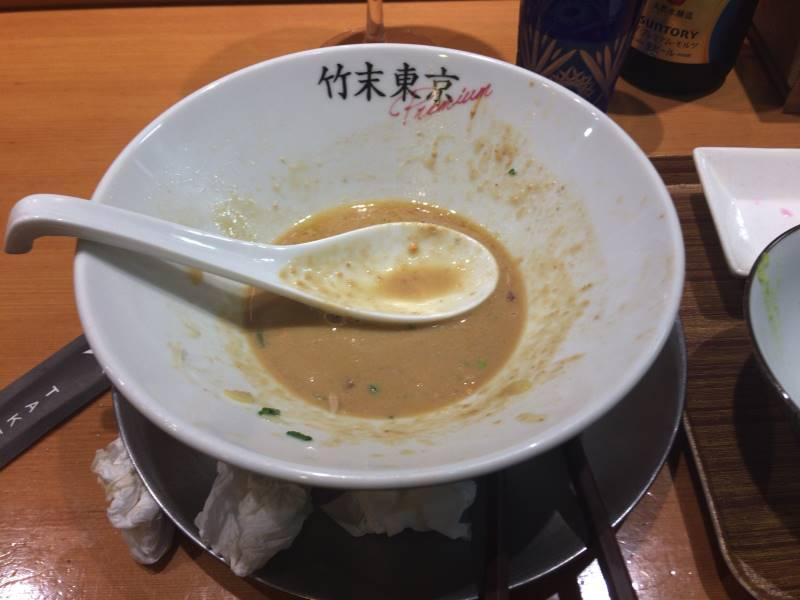 食べ終えた丼スープは飲み干せなかった