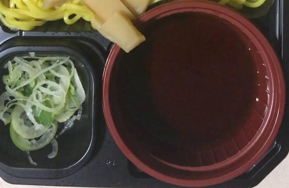 液状のスープは脂分殆どなし