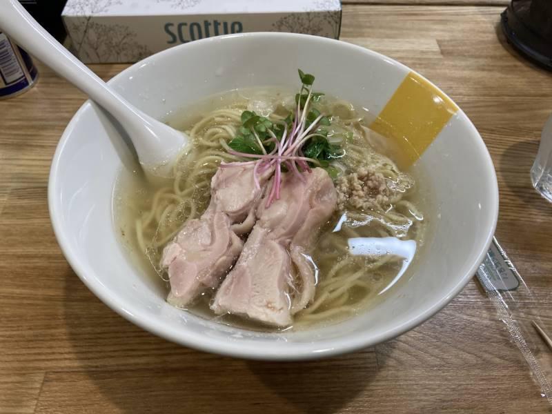 塩生姜らー麺850円。